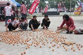 Rekor Muri-Mendirikan Telur terbanyak di Hari Peh Cun-Juni 2012